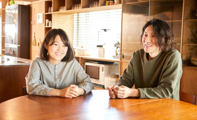 料理ユニット「てとてと」の井上豪希さん、桃子さんが話しているところ