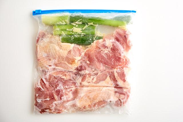 鶏もも肉の香味野菜漬けの写真