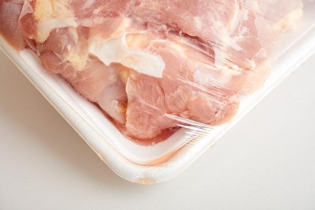 ドリップが出ている肉の写真