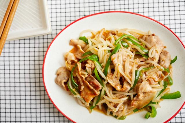 豚肉ともやしとピーマンの中華風炒めの写真