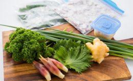 余りがちな「薬味野菜」は冷凍が便利! 小分けで使いやすい保存テク