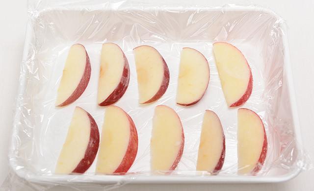 冷凍したあとのりんごの写真