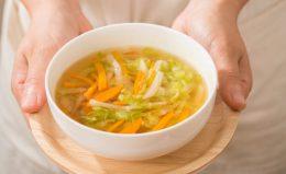 【管理栄養士監修】胃にやさしい食べ物ガイド。ストックですぐ食べられるレシピも