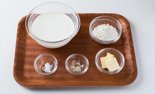 牛乳、薄力粉、バター、塩、こしょうの材料写真