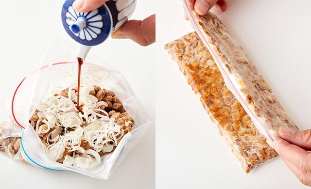 冷凍用保存袋の納豆に醤油をかけている写真、納豆を入れた冷凍用保存袋を半分に折っている写真