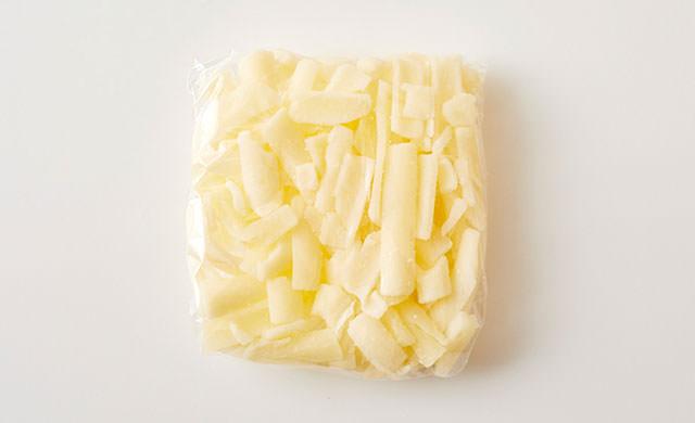 ピザ用チーズをラップで包んだ写真