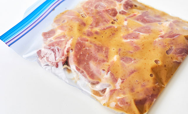 下味冷凍で味が染み込む「豚肉のオニオンソテー」