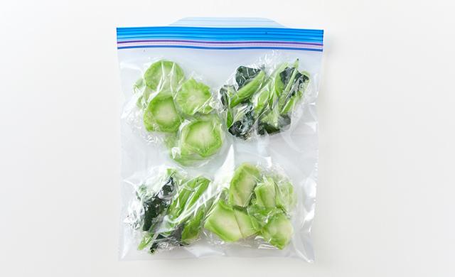ブロッコリーの茎が冷凍用保存袋に入った写真