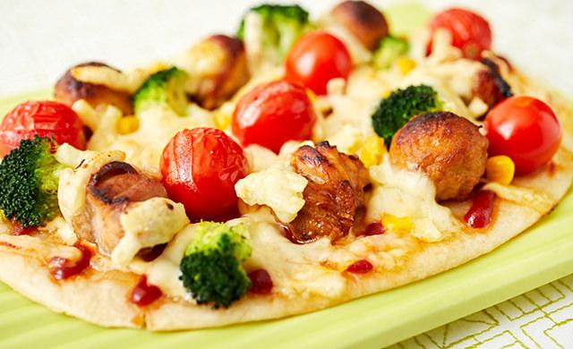 焼き鳥ピザの写真