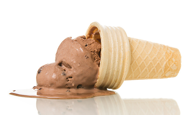 アイスクリームが溶ける写真