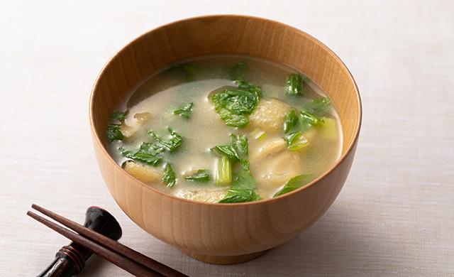 セロリの葉の味噌汁の写真