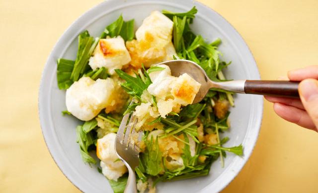サラダを和える写真
