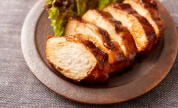 鶏むね肉の「下味冷凍」レシピ。照り焼き・鶏ハム…しっとり仕上げるコツも