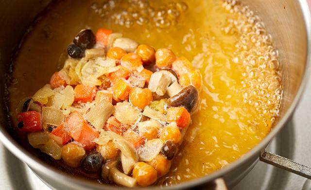 凍ったままスープに入れる