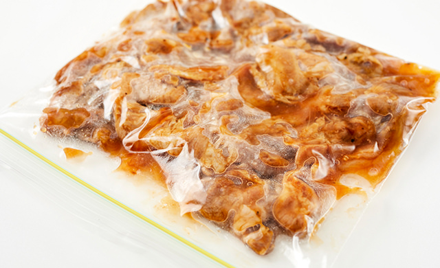 保存袋に入れた豚丼の具の写真