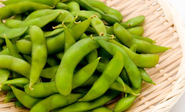 ザルに入れた枝豆の写真
