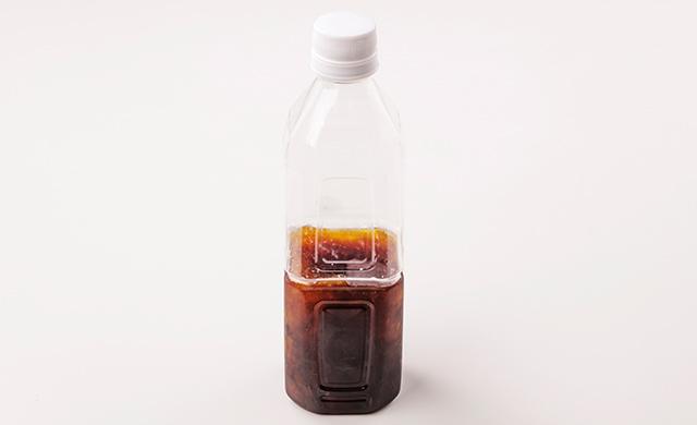 めんつゆ200mlを入れて半冷凍したペットボトルの写真
