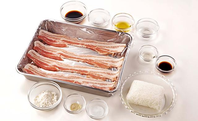 肉巻きおにぎりの材料(冷凍ごはん、豚バラ薄切り肉、醤油(冷凍ごはん用)、小麦粉、サラダ油、塩、こしょう、醤油、酒、みりん、砂糖)の写真