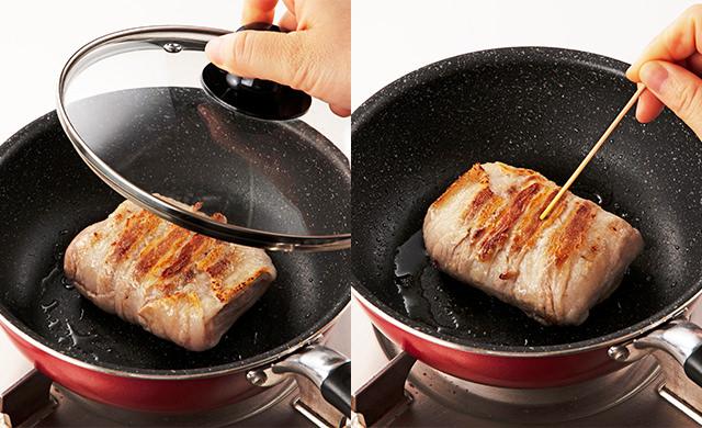 油を熱したフライパンに肉巻きおにぎりを入れて焼き、裏返して蓋をする写真/肉巻きおにぎりに竹串を刺して中が溶けているかを確認している写真
