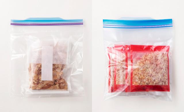 袋ごと保存袋に入ったかつお節の大袋の写真(左)袋ごと保存袋に入ったかつお節の小分けのパック写真(右)