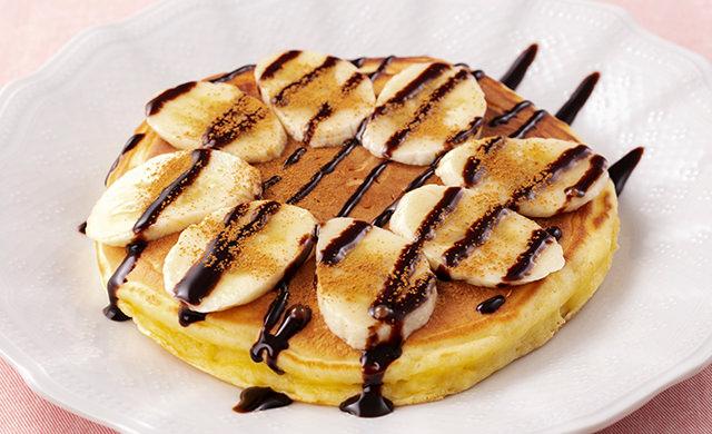 チョコバナナホットケーキの皿盛り写真