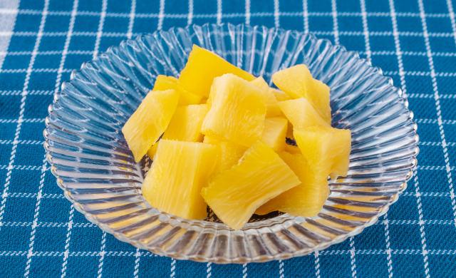 芯のドライフルーツの皿盛り写真