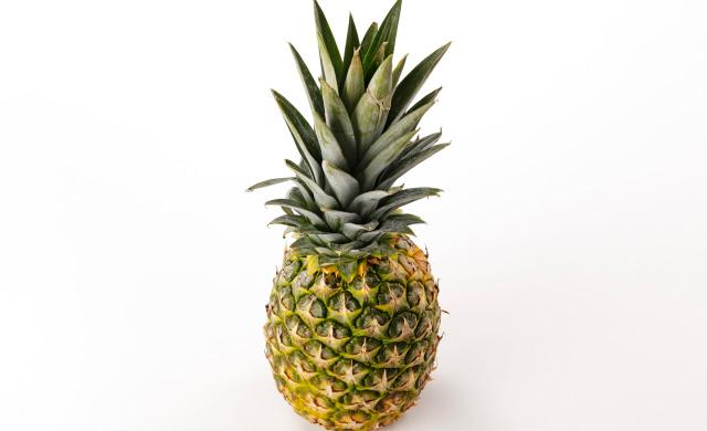 食べごろのパイナップルの写真