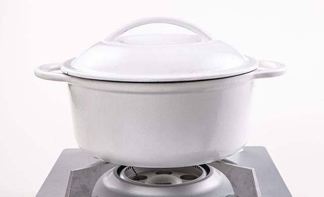 タピオカをゆでている鍋の写真
