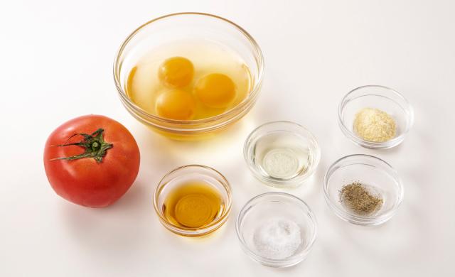 材料写真:トマト、卵、調味料