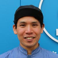 「サカナバッカ中目黒店」店長の岡部拓也さんの顔写真