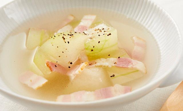冬瓜とベーコンのコンソメスープ