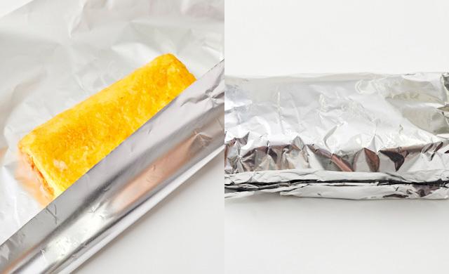 出来上がった卵焼きをアルミホイルで包もうとしている写真/アルミホイルで包んだ卵焼きの写真
