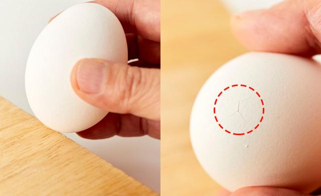 生卵にヒビを入れる写真