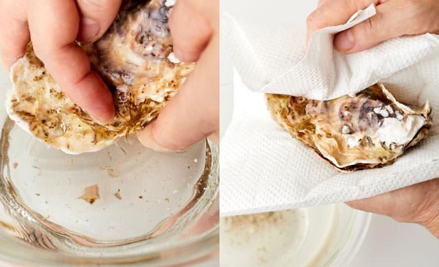 殻付き牡蠣の汚れをとる写真