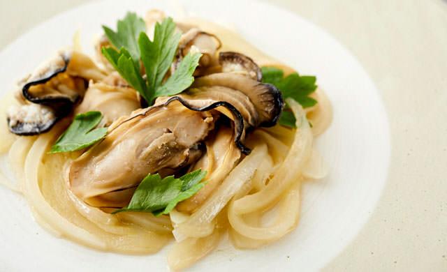 牡蠣の白ワイン蒸しの写真