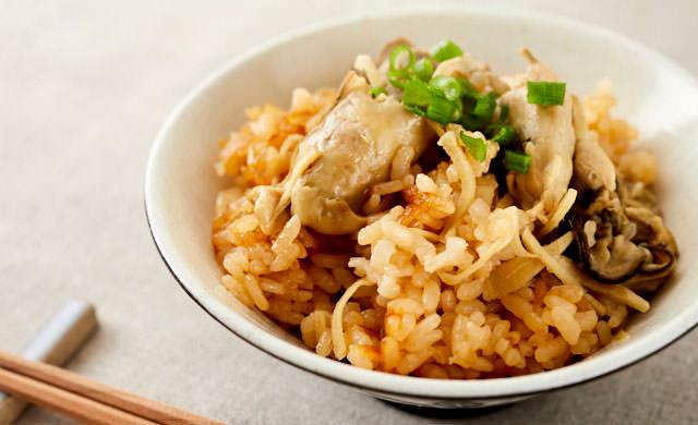 牡蠣と生姜の炊き込みごはんの写真