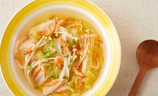 白菜ときのこの和風スープの写真