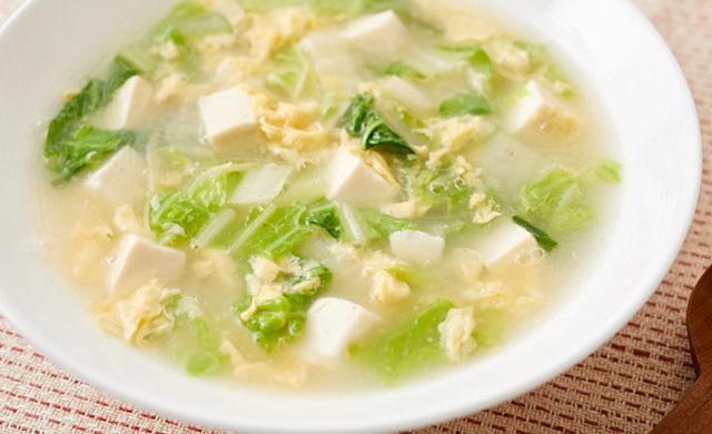 白菜と豆腐の卵スープの写真