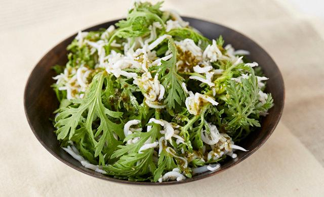 春菊としらすの和風サラダの写真