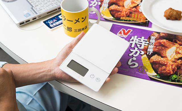 藤井さんがリサーチに使っている秤の写真