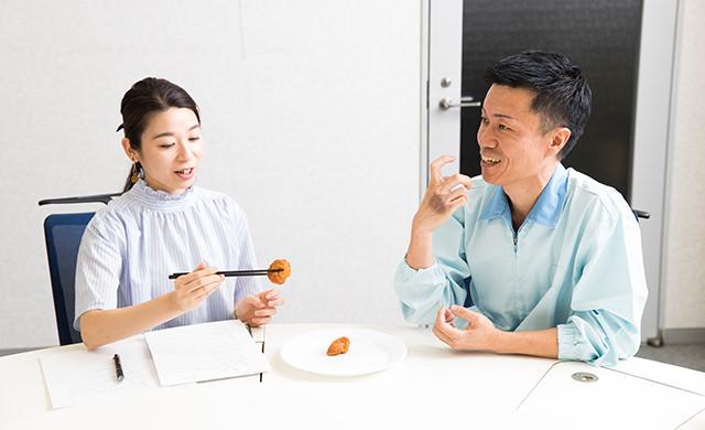 『特から』実食中の写真