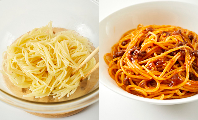 パスタをほぐしている写真(左)ほぐしたパスタに味を付けた写真(右)