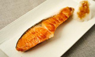 焼いた塩鮭の写真