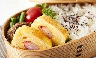 カニカマの卵焼きが入ったお弁当の写真