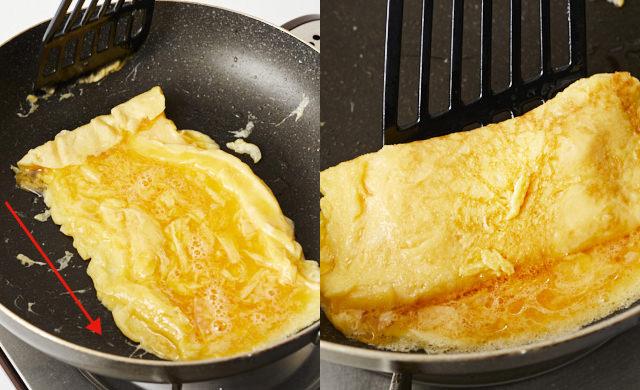 卵焼きを巻いている写真