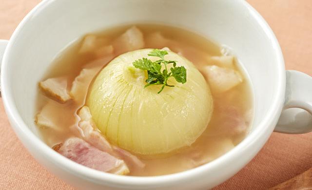 丸ごと玉ねぎのコンソメスープ写真
