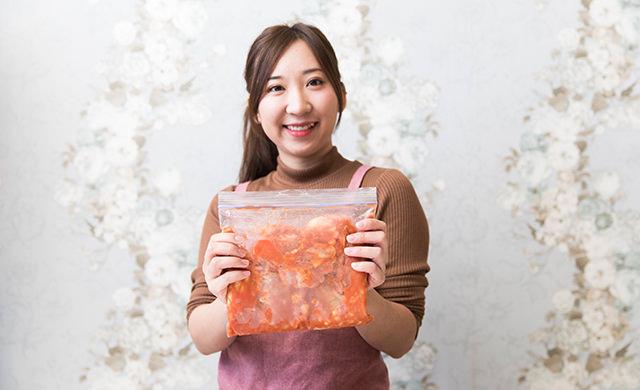 鶏のチリソースを持つmakoさんの写真