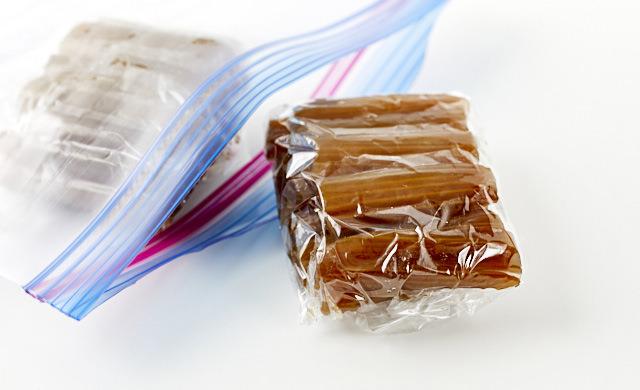 伽羅蕗を冷凍用保存袋に入れた写真
