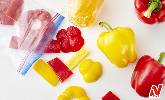 冷凍したパプリカと生のパプリカの写真