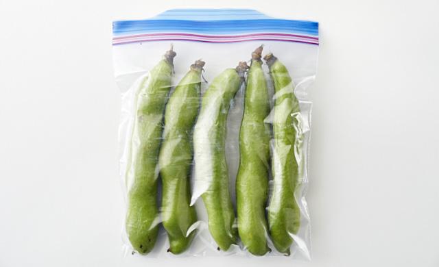 さやごと冷凍用保存袋に入っている写真
